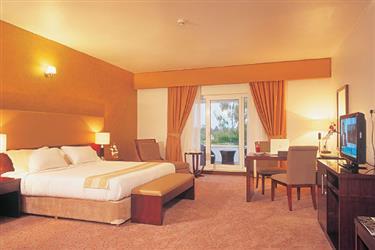 مرتب کردن تخت در اتاق های هتل مارینا پارک